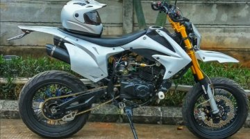 Bajaj Pulsar 220F Supermoto mod [Video]