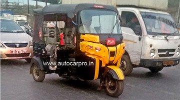 2019 Bajaj RE 3-wheeler (facelift) spied for the first time