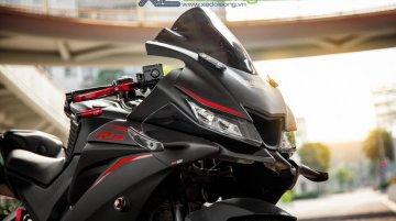 Accessorised Yamaha YZF-R15 V3.0 sports MotoGP style windshield, Akrapovic exhaust