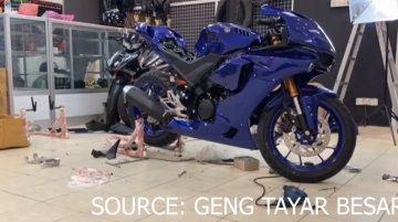 Yamaha YZF-R15 V3.0 transformed into YZF-R1M [Video]