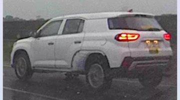 7-seat Hyundai Tucson (Hyundai ix35) chassis mule spied in China [Update]