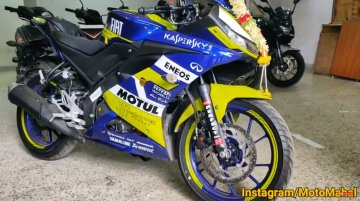 Dealership level modification adds custom livery to Yamaha YZF-R15 [VIDEO]