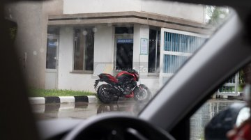 Red-coloured BS-VI Bajaj Dominar 400 spotted at Chakan plant