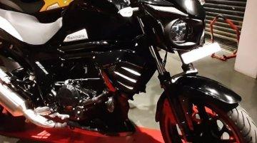 2019 Mahindra Mojo 300 ABS जल्द होगी लॉन्च, डीलरशिप पर आई नज़र