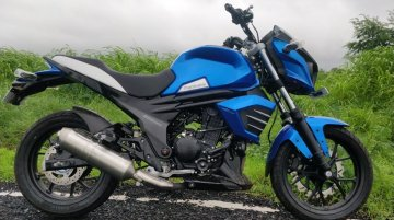 2019 Mahindra Mojo ABS snapped in new blue shade
