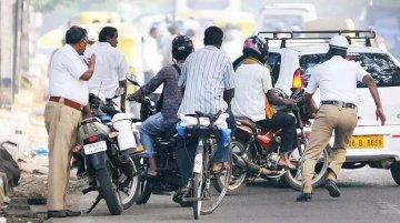 नए ट्रैफिक रूल के बाद कम हुए चालान, देश में मचा राजनैतिक घमासान