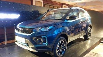 Tata Nexon EV से हटा पर्दा, 300 किमी का देगी रेंज, प्री-बुकिंग भी शुरू