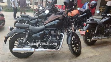 Four Royal Enfield Meteor prototypes spied in a parking lot