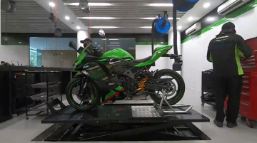 Kawasaki Ninja ZX-25R with Yoshimura exhaust teased [Video]