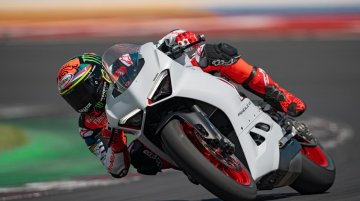 Ducati Panigale V2 gets a new White Rosso livery [Video]