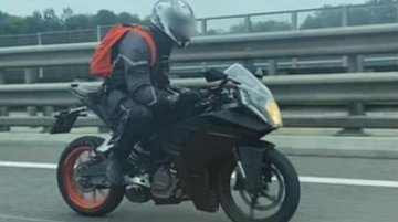 Next-gen KTM RC spied on a highway, could be the 2021 KTM RC 200