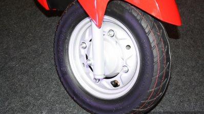 Suzuki Let's - front wheel