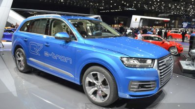 Audi Q7 E-tron front three quarter view at 2015 Geneva Motor Show