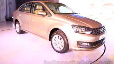 2015 VW Vento facelift front quarter