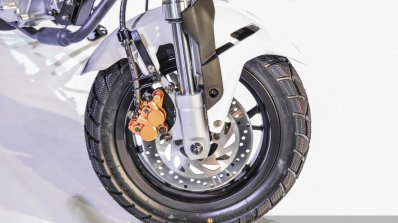 Benelli Tornado Naked T-135 front disc brake at Auto Expo 2016