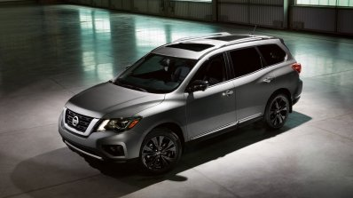 2017 Nissan Pathfinder Midnight Edition front three quarters