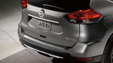2017 Nissan Rogue Midnight Edition front three quarters rear fascia