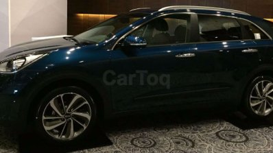 Kia Niro showcased at Kia dealer roadshow side