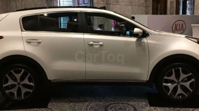 Kia Sportage showcased at Kia dealer roadshow side view