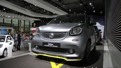 Smart Fortwo Brabus edition asphaltgold front quarter showcased at the IAA 2017
