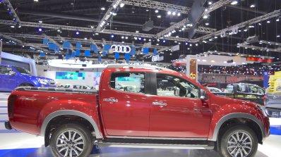 2018 Isuzu D-Max V-Cross profile at 2017 Thai Motor Expo
