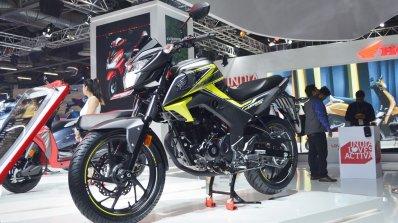 2018 Honda CB Hornet 160R front left quarter at 2018 Auto Expo