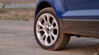 Ford EcoSport Petrol AT review alloy