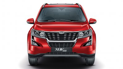 2018 Mahindra XUV500 front