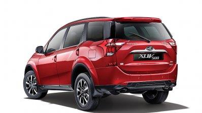 2018 Mahindra XUV500 rear three quarters