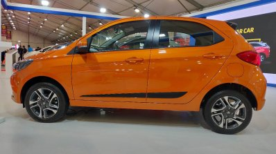 Tata Tiago Xz Autocar Performance Show Images Side