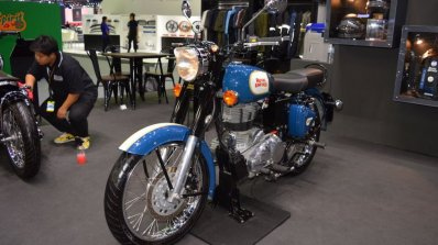 Royal Enfield Classic 500 Lagoon Front Left Quarte