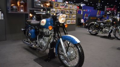 Royal Enfield Classic 500 Lagoon Front Right Quart