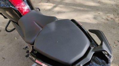 Bs Vi Tvs Apache Rtr 200 4v Review Details Seat