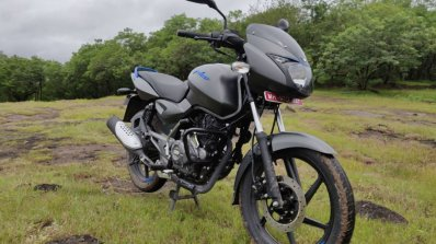 Bajaj Pulsar 125 Detail Shots Right Front Quarter