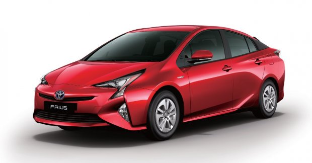 2017 toyota prius launched  priced at inr 38 96 lakh