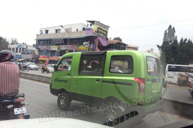 Mahindra Maxximo Minivan EV side