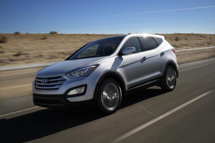 2013 Hyundai Santa Fe in motion