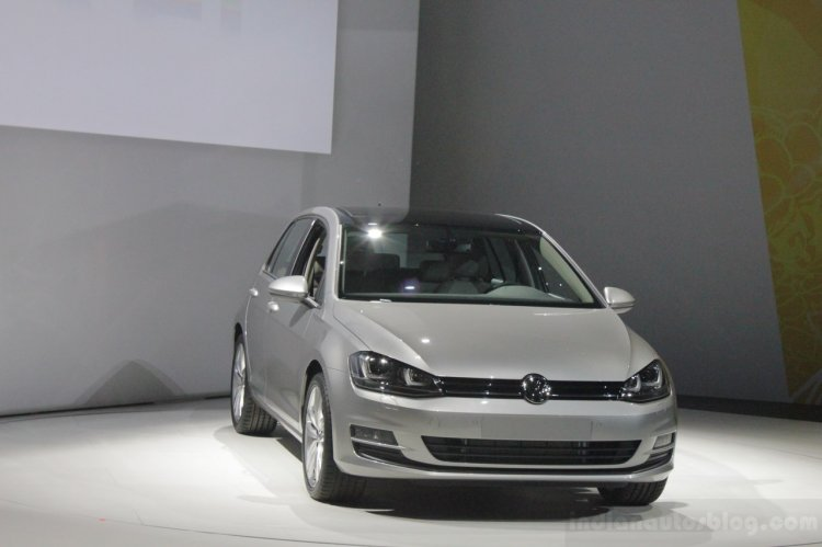 2015 VW Golf front three quarters left