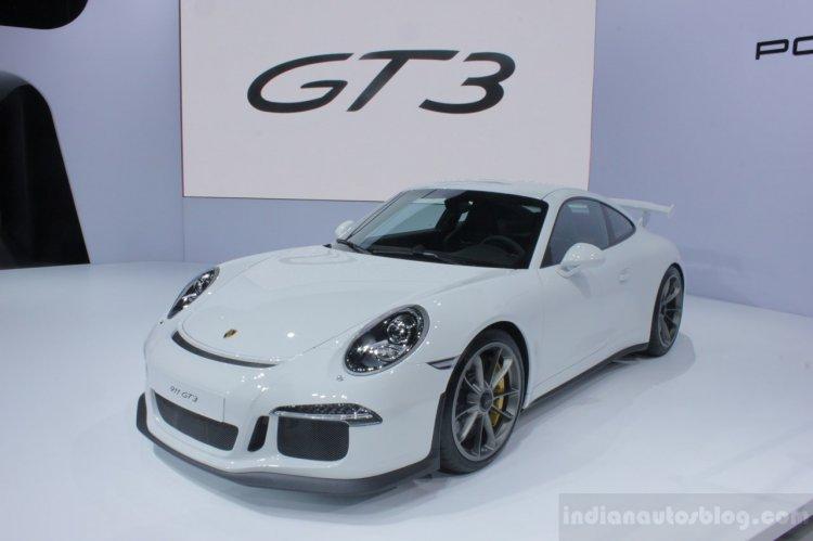 2014 Porsche 911 GT3 front three quarter
