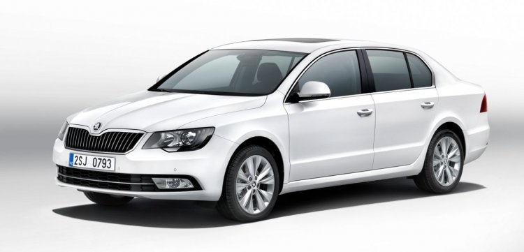 New Skoda Superb front