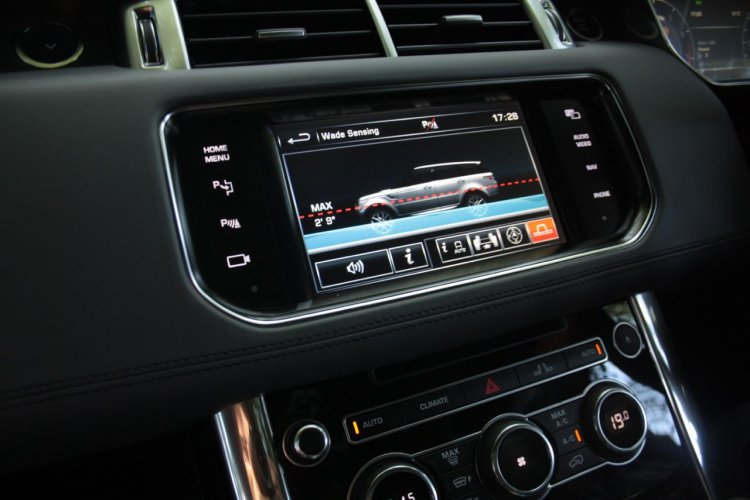 2014 Range Rover Sport infotainment display