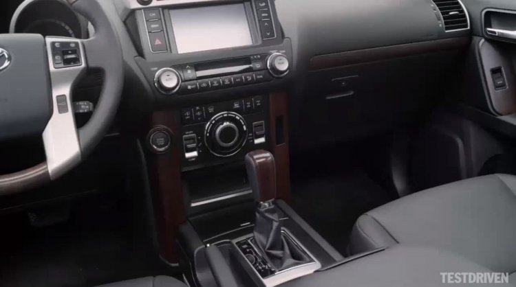 2014 Toyota Land Cruiser Prado center console