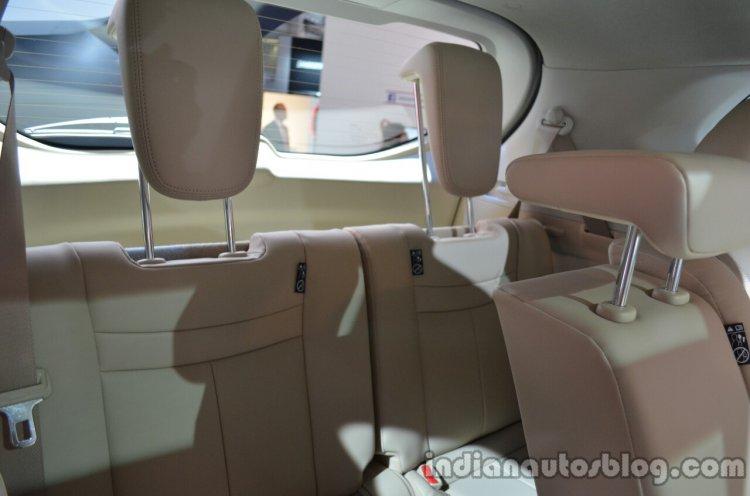 2014 Nissan X-Trail 5+2 third row legroom third row headrests