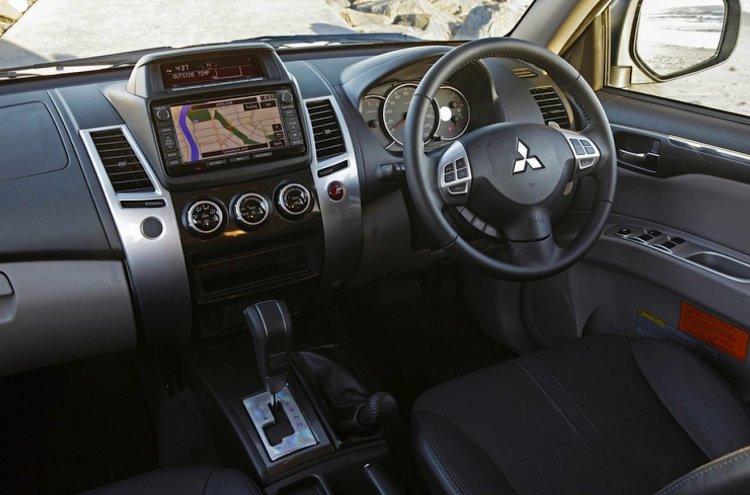 2014 Mitsubishi Pajero Sport interiors
