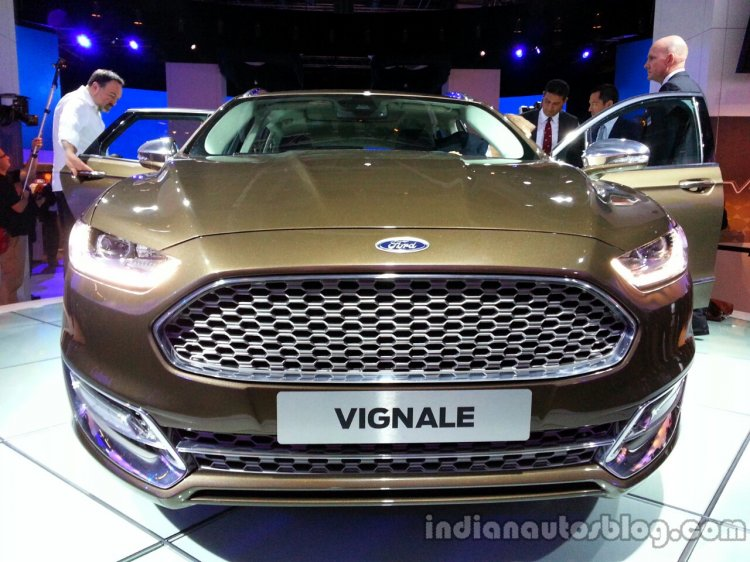 Front of the Ford Mondeo Vignale Concept sedan