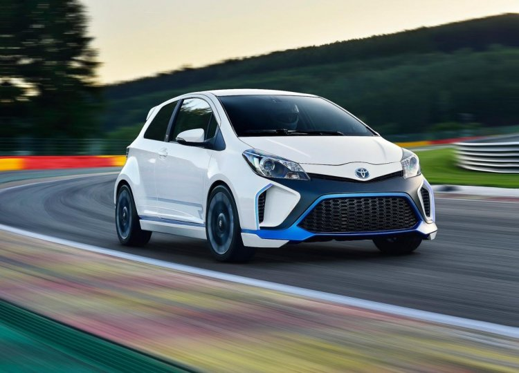 Front right three quarter of the Toyota Yaris Hybrid-R
