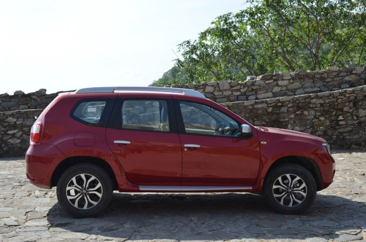 Nissan Terrano side view