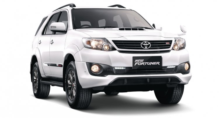Toyota Fortuner TRD front