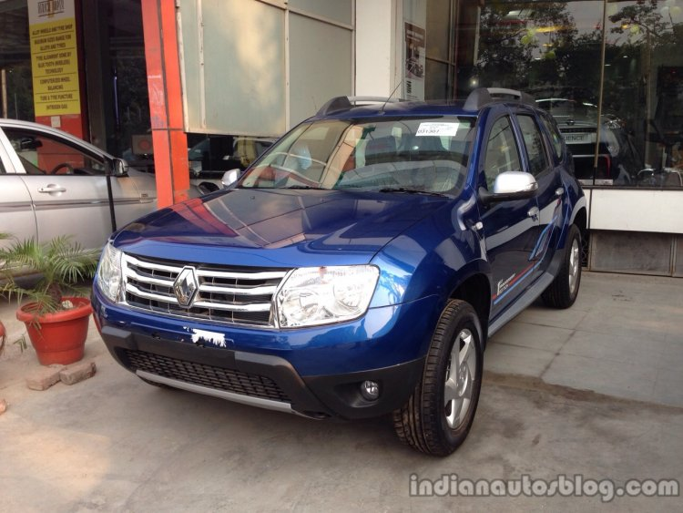 Renault Duster Anniversary Edition front three quarters