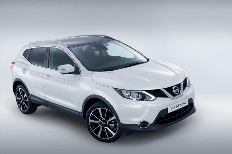 2014 Nissan Qashqai white front three quarters